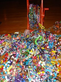 Morissas Guinness World Record Breaking Chain of Bracelets